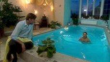 1. Дарья Повереннова в купальнике – Об этом лучше не знать