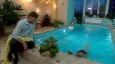 2. Дарья Повереннова в купальнике – Об этом лучше не знать