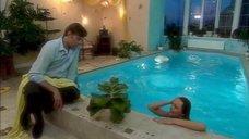 3. Дарья Повереннова в купальнике – Об этом лучше не знать