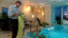 5. Дарья Повереннова в купальнике – Об этом лучше не знать