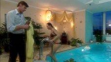 6. Дарья Повереннова в купальнике – Об этом лучше не знать