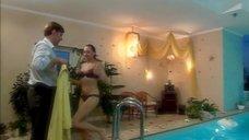 7. Дарья Повереннова в купальнике – Об этом лучше не знать